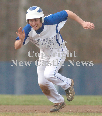 Erica Galvin/NEWS<br /> Union baserunner Jacob Jendrysik steals third base.