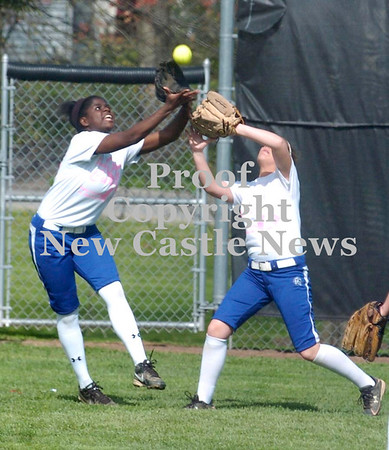 Erica Galvin/NEWS<br /> Asia Borders and Reed Kegel both go after a fly ball in the first inning.