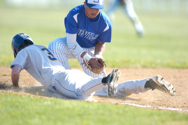 Erica Galvin/NEWS<br /> Sharpsville's Jalen Mockabee applies the tag on Davis Smith on third base during a pick off play in the fourth inning.