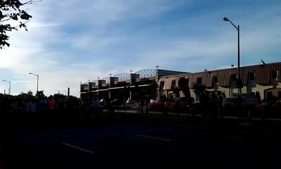 Alexandria town crier Ben Fiore-Walker starts the half marathon
