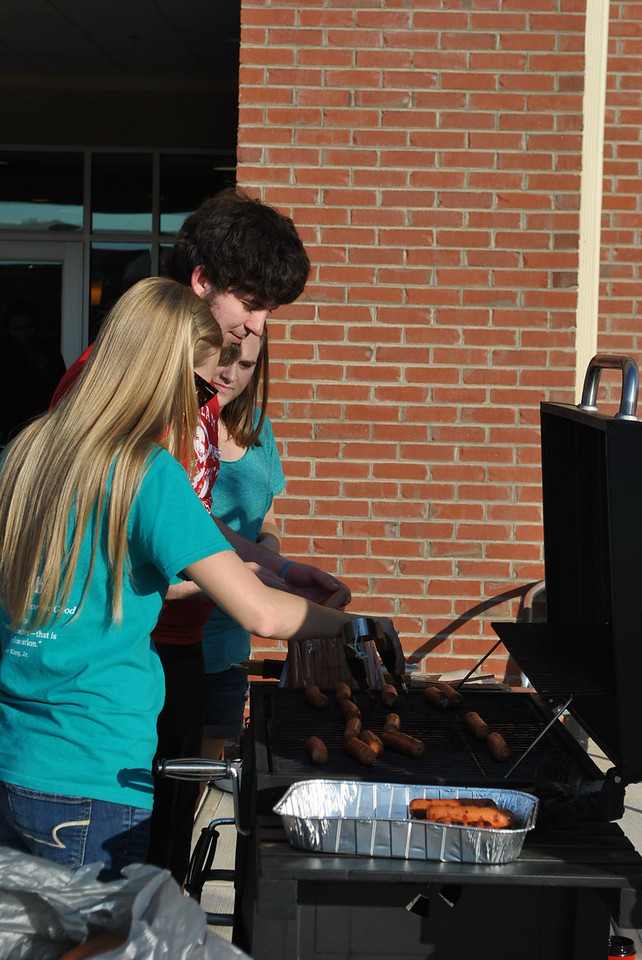 4-30-13: The last Verg of the year is held outside with a cookout.