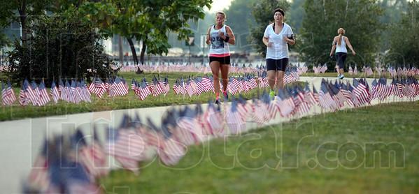 MET082113fallen runners
