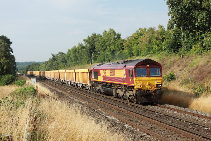 23 August 2013 :: About to enter Litchfield Tunnel is 66004 powering 6M26 from Eastleigh to Stud Farm