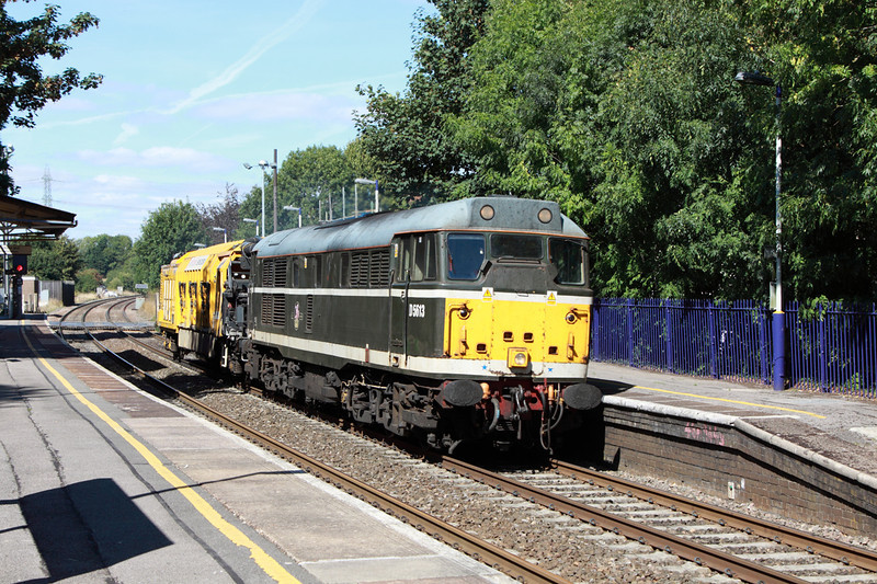 30 August 2013 :: 31190 with KFA 7095150014 on 6Z31 from Washwood Heath to Eastleigh passing through Bramley station