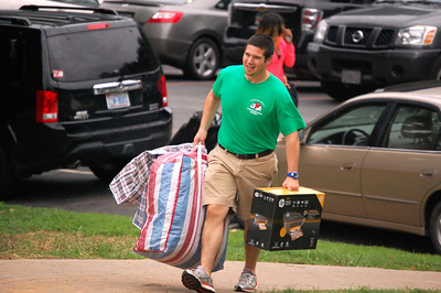 Tyler Davis of Housing and Residence Life helping to move in students for Orientation 2013.