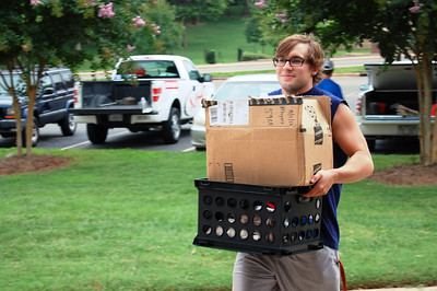 Student moving in for Orientation 2013