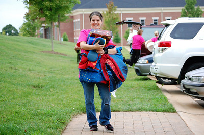 Bulldog Mover helping students move in for Orientation 2013.