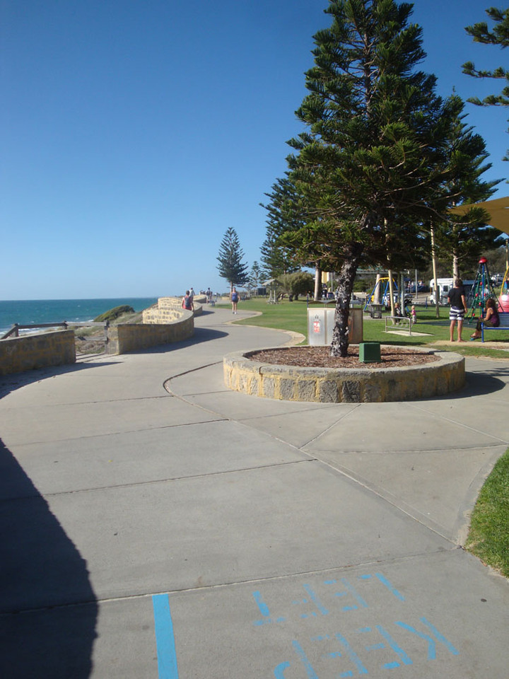 My favourite jogging route, between Cottesloe and N Cott beaches. Like I said, I only like running in beautiful places :)