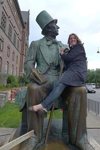 cad4; lww3 Hans C. Anderson sculpture in square