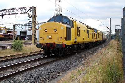 97303_97304 1918/1z97 Aberystwyth-Euston charter enters Bescot yard for a Loco change.