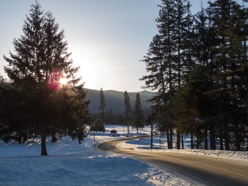 Bretton Arms Inn, sun coming over the mountains