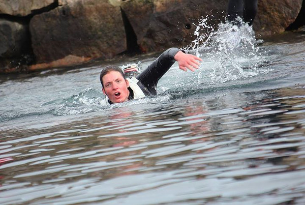 Caroline i svømmekonkurranse