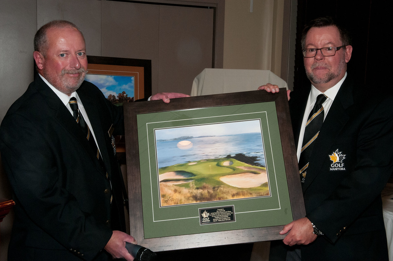 To recognize Rob MacDonald on his year's of service to Golf Manitoba, newley elected President Kevin O'Donovan presents Rob with a print of the 7th hole at Pebble Beach Golf Links.