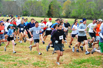 Runners at start of 2012 Loop. Photo by Tom Casper.