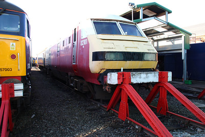 DVT 82101 Still in Virgin livery but very faded at Crewe Gresty Bridge.