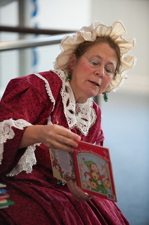 131130 Santas Wife JOED VIERA/STAFF PHOTOGRAPHER Lockport, NY- Mrs. Claus reads a story to kids at the Erie Canal Discovery Center on Saturday Nov 30th, 2013.