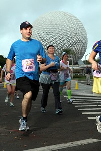 Craig runs past Spaceship Earth at Epcot. (Photo courtesy of Marathonfoto.)