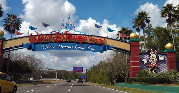 The entrance arch for the Walt Disney World Resort