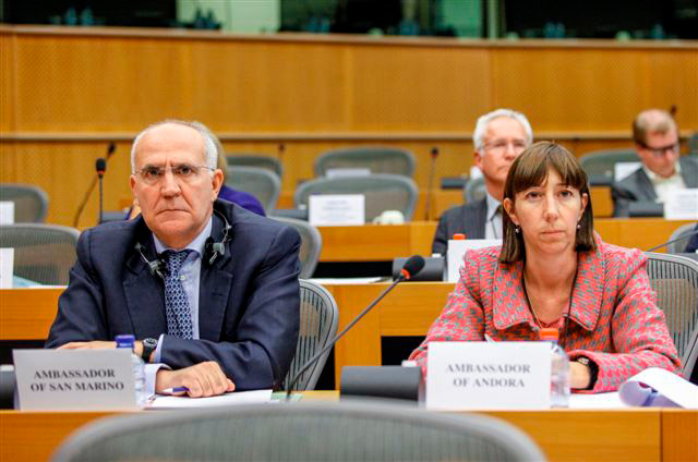 40th Meeting of the EEA Joint Parliamentary Committee, 29 May 2013; From the left: Gian Nicola Filippi Balestra, Ambassador of San Marino to the EU; Eva Descarrega, Ambassador of Andorra to the EU (Photo: European Parliament)