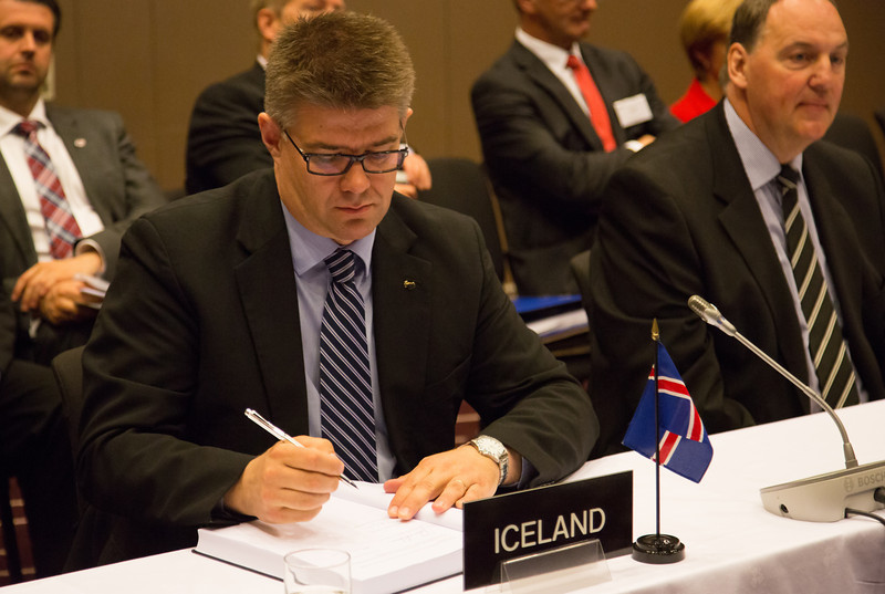 Gunnar Bragi Sveinsson, Minister for Foreign Affairs and External Trade, Iceland (left) signing the Free Trade Agreement with Bosnia and Herzegovina., Kristinn F. Árnason, SecretaryGeneral, EFTA (right).