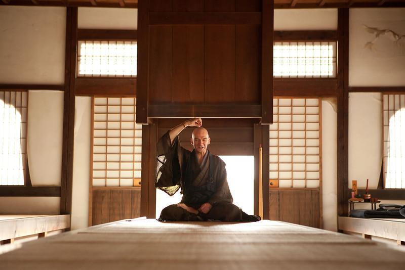 Bryn Mawr college students at Tenryu-ji with a Zen monk Thomas Yuho Kirchener have meditation in Kyoto, Japan on Oct. 2, 2013 (Photo / Ko Sasaki).