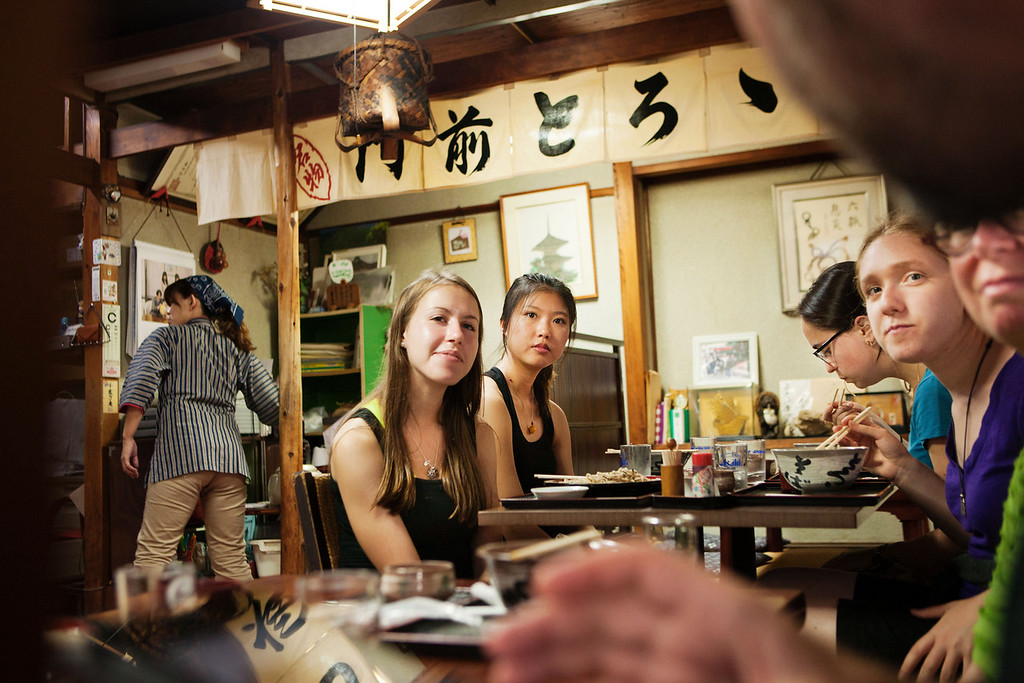 Bryn Mawr college students take late lunch, about 3PM, at a Soba restaurant near Saihou-ji or the Moss Temple in Kyoto, Japan on Oct. 2, 2013 (Photo / Ko Sasaki)