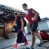 Bryn Mawr college students walk through the Myoshin-ji, where they spend a night in Kyoto, Japan on Oct. 1, 2013 (Photo / Ko Sasaki)