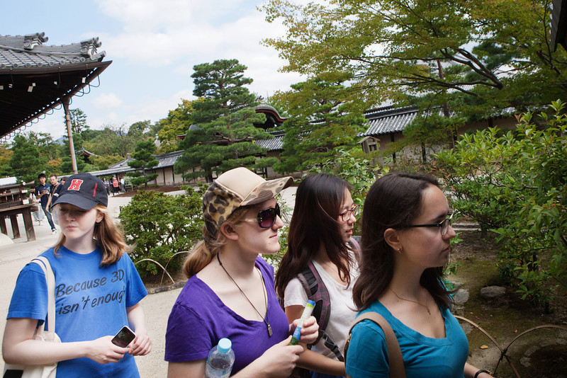 Bryn Mawr college students head to Tenryu-ji for another Zen meditation in Kyoto, Japan on Oct. 2, 2013 (Photo / Ko Sasaki).