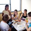 Bryn Mawr college students eat breakfast at Myoshin-ji in Kyoto, Japan on Oct. 2, 2013 (Photo / Ko Sasaki)