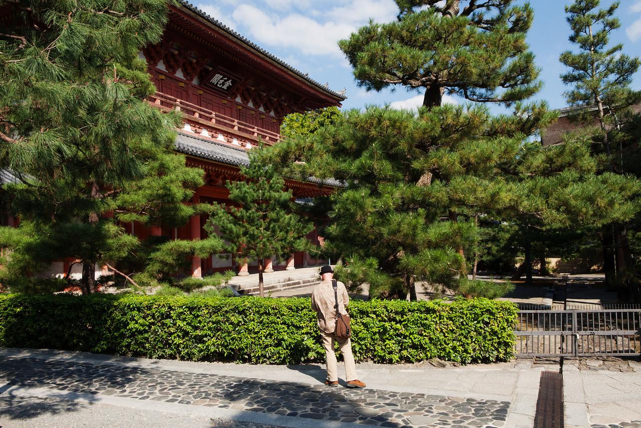 Bryn Mawr college students visit Daisen-in, a sub temple of Daitoku-ji in Kyoto, Japan on Oct. 1, 2013 (Photo / Ko Sasaki)