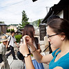 Bryn Mawr college students take walk through the Myoshin-ji in the morning in Kyoto, Japan on Oct. 2, 2013 (Photo / Ko Sasaki)