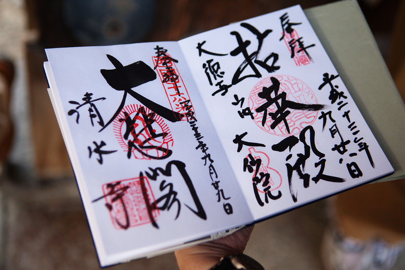 Professor Francl shows Shuin cho, a temple stamp book in Kyoto, Japan on Oct. 1, 2013 (Photo / Ko Sasaki)