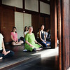 Bryn Mawr college students meditate at Shunko-in in Kyoto, Japan on Oct. 2, 2013 (Photo / Ko Sasaki)