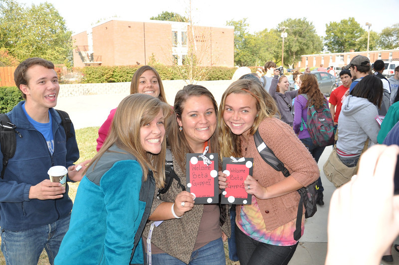 Briana Van Deusen welcomes new Beta freshmen Bailey Burgess and Kelsey Dallimore.<br /> photo by Steddon Sikes