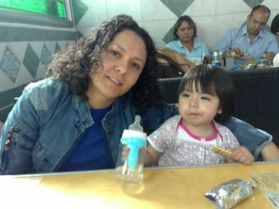 Ximena con su tía favorita
