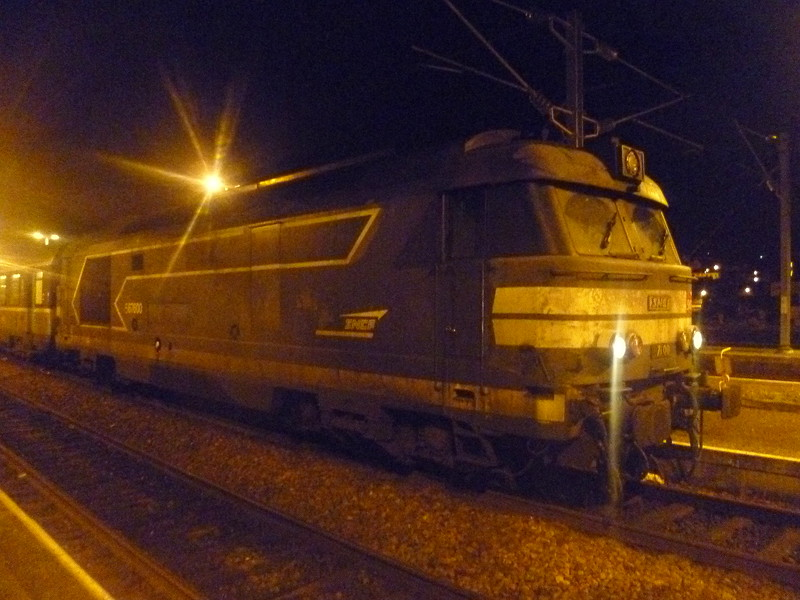 An Intercites train lead by SNCF BB 67000 class no. 567600 at Boulogne Ville, headed to Paris via Amiens.