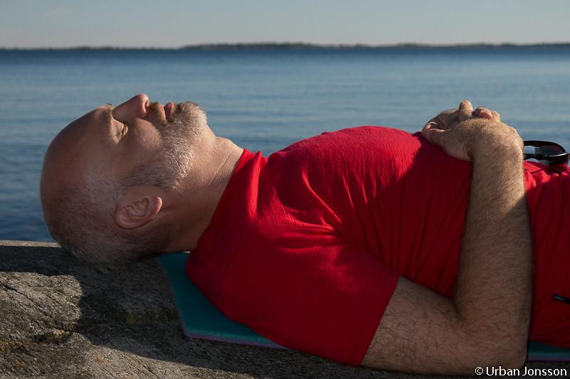 Jesper har hittat en plats i solen..