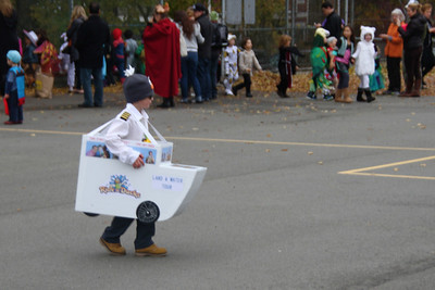 Love this kid's costume - Ride the Duck mobile!