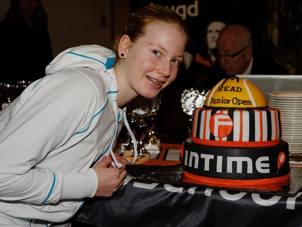 102. Lara Schmidt loves the cake - Intime HEAD Junior Open 2013_02