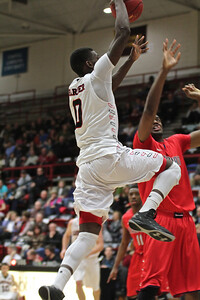 Donta Harper(0) goes up for a layup.