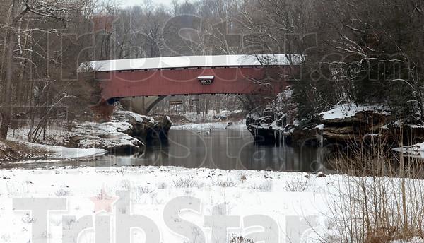 MET010113hike bridge
