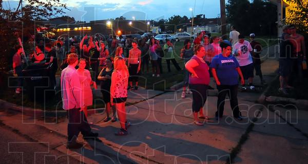 MET061213standoff crowd
