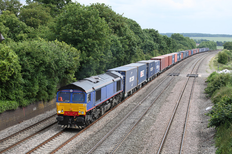 26 June 2013 :: 66414 is seen passing Moulsford with 4M61 from Millbrook to Trafford Park