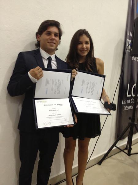 Ceremonia de graduación; Bruno termina su preparatoria.