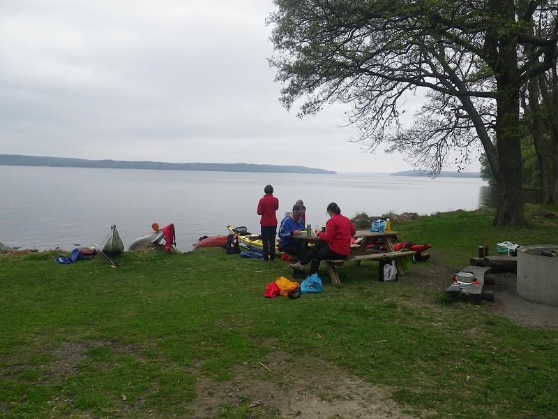 Hopp i land och lunch i Rosersbergs slottspark