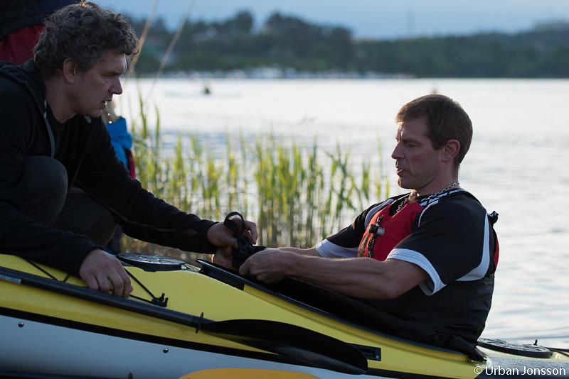 Peter från Stockholm kajak ger några tips innan sjösättningen.