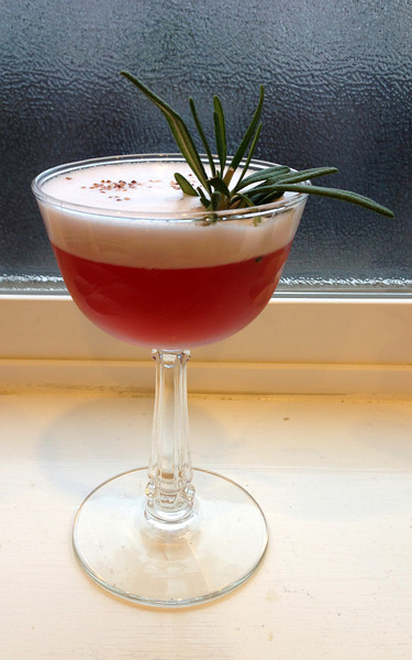 Berry Gin Fizz cocktail