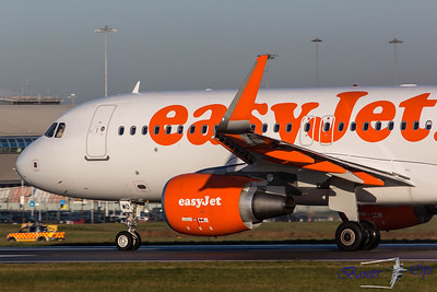 Airbus A.320  G-EZWO Easyjet