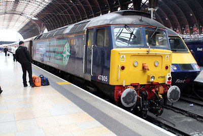47805 sits on the rear of the 1313/1z38 Paddington-Cardiff Ruggex.