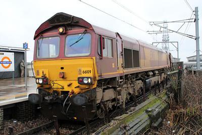 66109 0833/6L35 Didcot-Dagenham passes Willesden High Level.